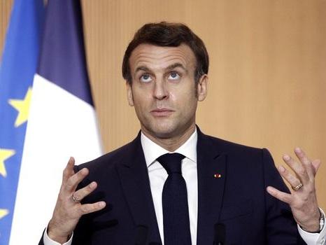 """Macron s'agace face aux critiques: """"Nous sommes devenus une nation de 66 millions de procureurs"""""""