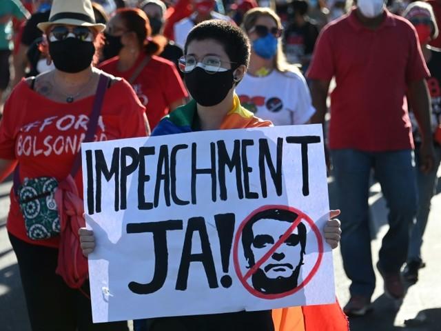 Covid: les Brésiliens de nouveau dans la rue pour réclamer la destitution de Bolsonaro