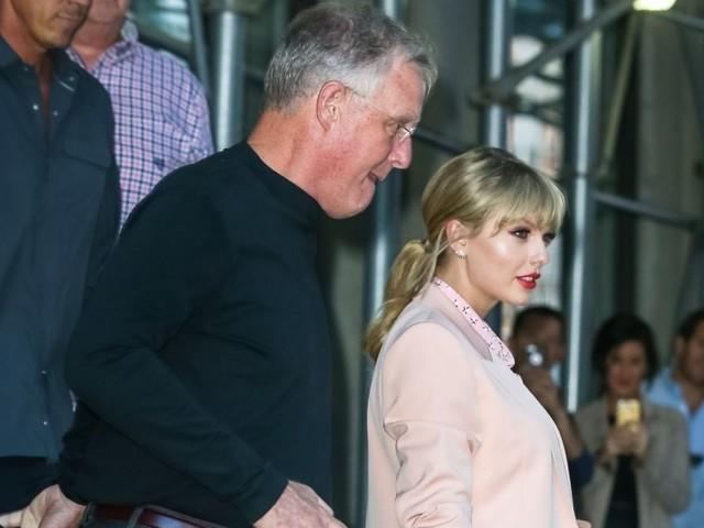 Taylor Swift : Son père se retrouve seul face à un intrus dangereux