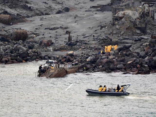 Éruption d'un volcan en Nouvelle-Zélande: des plongeurs sont toujours à la recherche des derniers disparus, six corps déjà récupérés