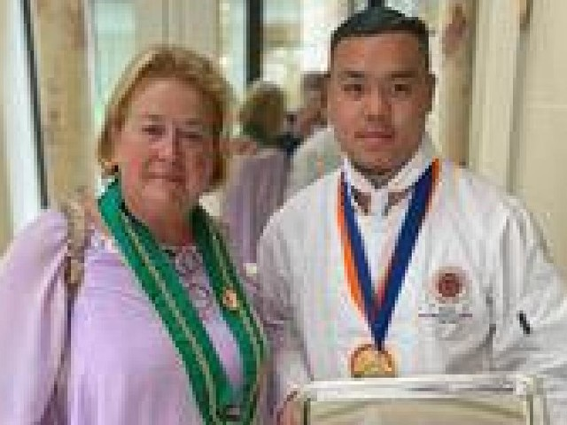 """Le chef Kenzo Li (""""La Table de Demain"""" à Namur) remporte la deuxième place au prestigieux concours """"Jeunes Chefs Rôtisseurs"""" à Paris"""