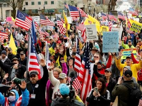 Rouvrir l'Amérique: un débat enflammé, de la rue aux réseaux sociaux