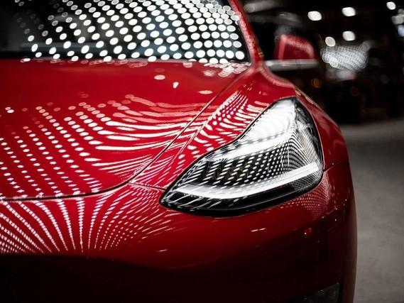 Véhicules autonomes : Le nouveau logiciel de conduite autonome de Tesla est surveillé de près par la NHTSA