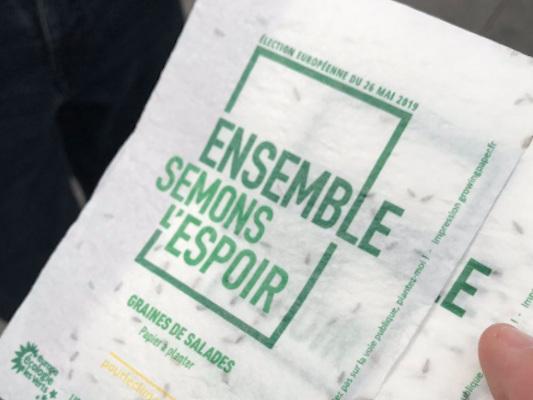 Des tracts pour les Européennes imprimés dans du papier ensemencé