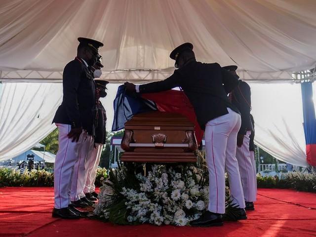 Haïti: le dernier adieu au président assassiné Jovenel Moïse