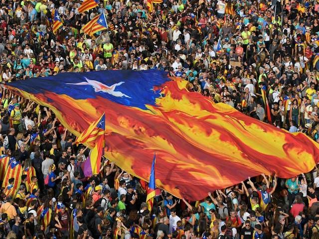 Des marches aux violents affrontements: la mobilisation indépendantiste à Barcelone en images