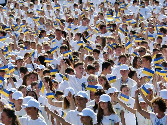 Jour de l'Indépendance en Ukraine: parade militaire annulée, défilé non officiel à Kiev