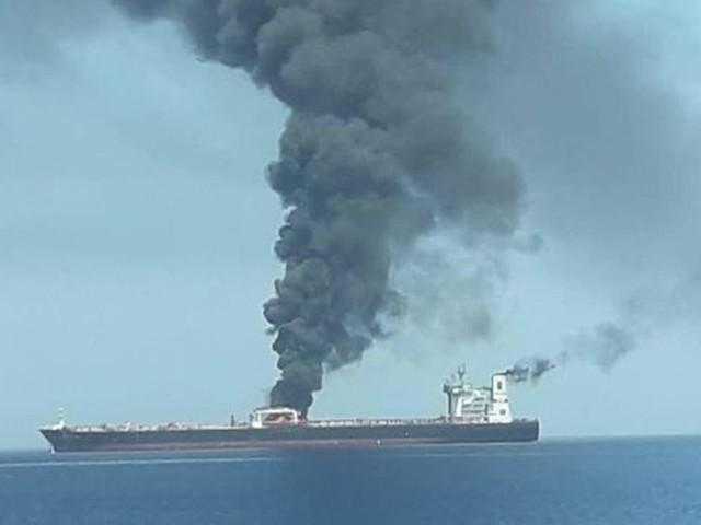 Deux pétroliers auraient été pris pour cible par des torpilles en mer d'Oman