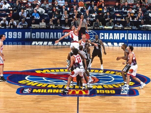 16 octobre 1999, le triomphe des San Antonio Spurs à l'Open McDonald's de Milan