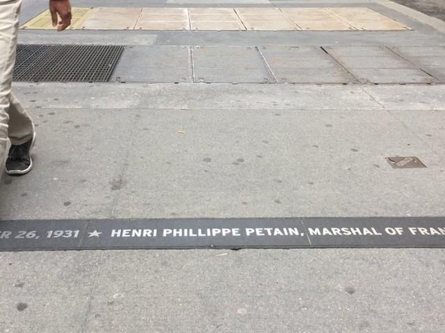 Le maire de New York décide de retirer une plaque commémorative du maréchal Pétain