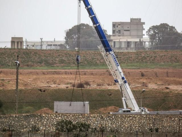 Un large mur de béton érigé à la frontière entre l'Égypte et la bande de Gaza