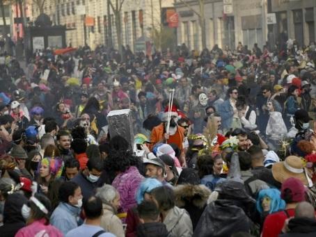"Carnaval à Marseille: neuf interpellations, Beauvau dénonce un rassemblement ""inacceptable"""