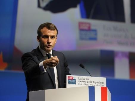 Macron aborde les municipales comme une première marche vers 2022