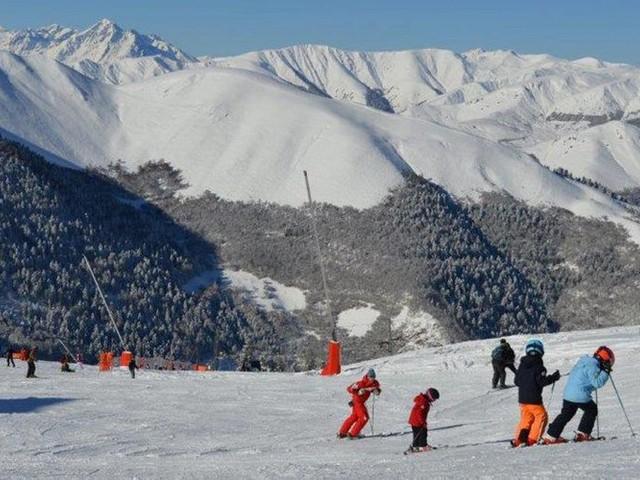Polémique autour de la neige transportée par hélicoptère à Superbagnères