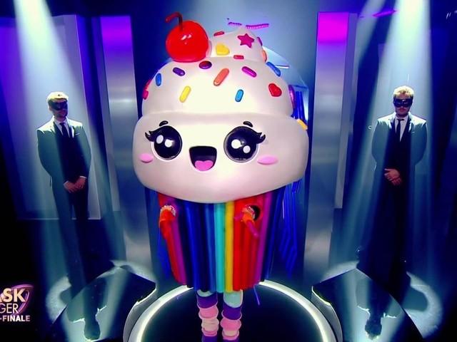 Mask Singer : le cupcake éliminé, quelle personnalité se cachait sous ce costume ?