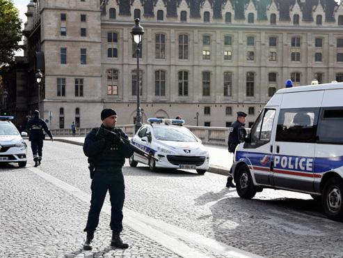 """Attaque à la préfecture de Paris: une clé """"USB"""" alarmante retrouvée chez l'auteur"""