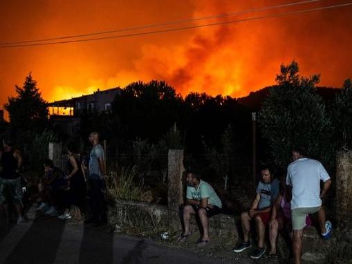L'île grecque d'Eubée ravagée par les flammes