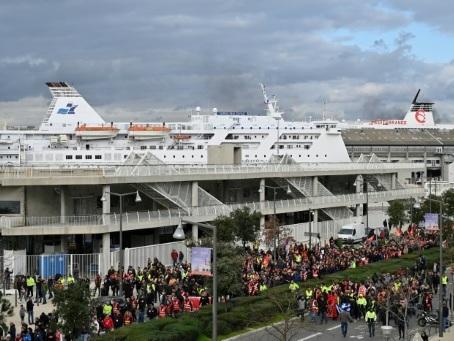 """Retraites: nouvelle opération """"ports morts"""" de la CGT la semaine prochaine"""
