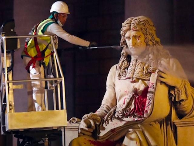 Le procès du tagueur de la statue Colbert à l'Assemblée s'ouvre ce lundi