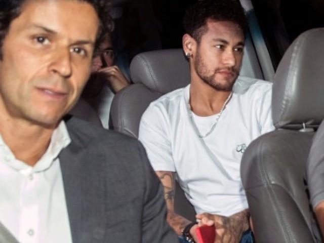 """Paris-SG: Emery assure que Neymar va revenir """"dans deux, trois semaines"""" à Paris"""
