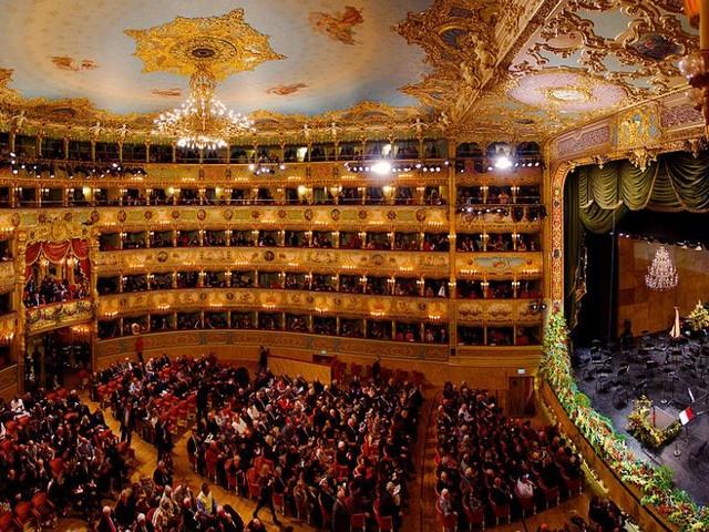 Le théâtre de la Fenice à Venise sauvé des eaux