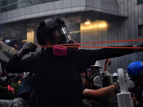Escalade de violence à Hong Kong: la police envoie un message fort aux manifestants