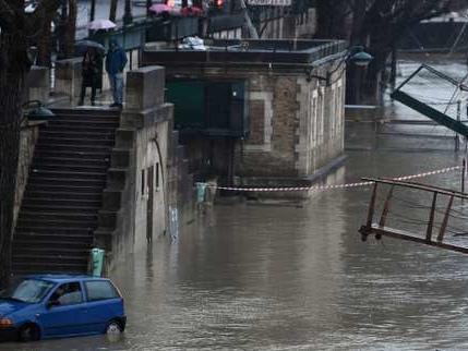Intempéries: 30 départements en vigilance orange pluies-inondations