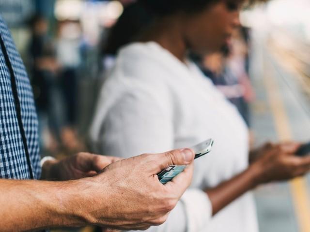 Quelle promo forfait 30Go choisir : NRJ Mobile à 4.99€ ou La Poste Mobile à 9.99€ ?
