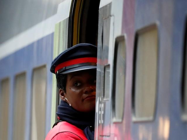 """Grève à la SNCF: """"Plus de la moitié des voyageurs partiront"""" pendant les fêtes, promet la compagnie"""
