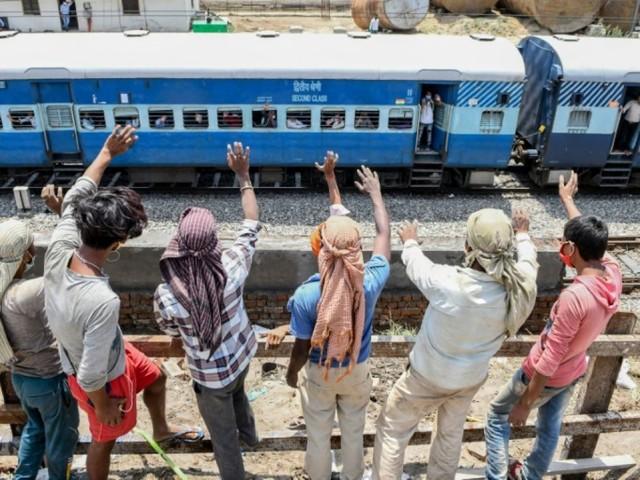 """L'Inde va faire redémarrer """"progressivement"""" ses trains"""