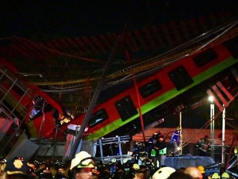 EN IMAGES. A Mexico, un pont s'effondre au passage d'un métro : au moins 20 morts