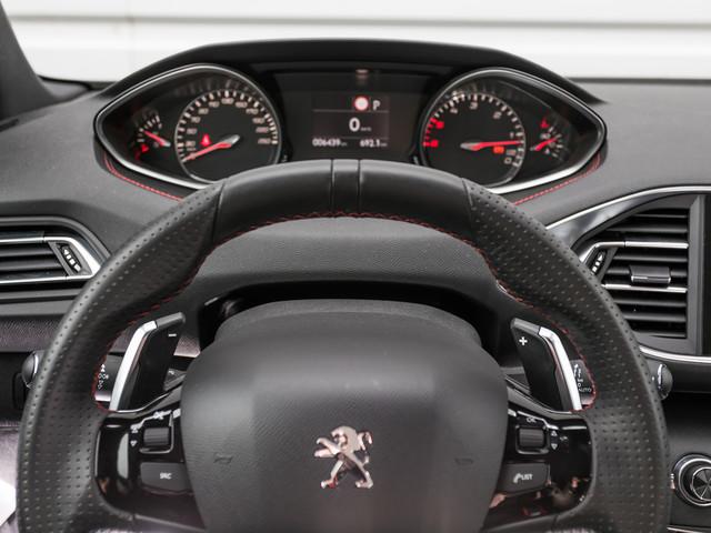 Peugeot 308 (2021) : la compacte repasse au compteur à aiguilles !