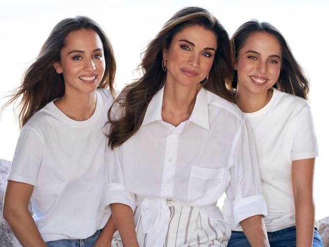 La reine Rania dévoile un superbe portrait avec ses filles pour leurs anniversaires