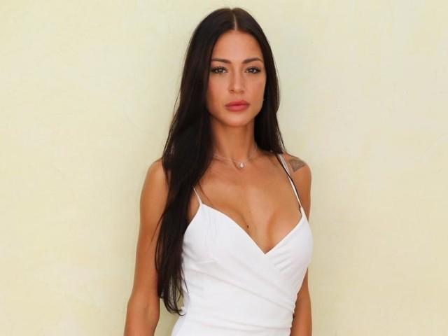 Alix métamorphosée depuis sa rupture avec Benjamin Samat, elle franchit un nouveau cap