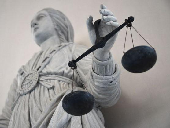 Deux hommes accusés de meurtres et de viol devant la cour d'assises des mineurs de Moulins