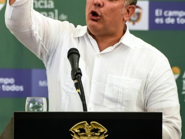 """Maduro accuse son voisin colombien de """"manoeuvrer"""" pour """"déclencher un conflit"""" avec le Venezuela"""