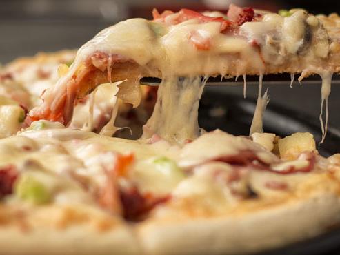 Bientôt le retour des pizzas et frites dans les cantines aux USA? Trump sur le point d'annuler tous les efforts de Michelle Obama