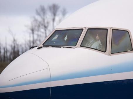 Le Boeing 777X prend enfin son envol après un long retard et une météo capricieuse