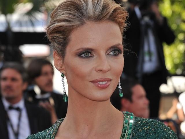 Sylvie Tellier : attristée, elle annonce «Le comité Miss France est en deuil»