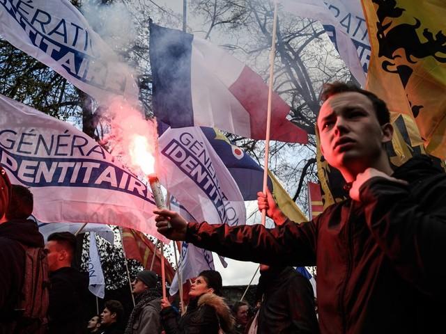 """À la manif """"stop islamisme"""", on a surtout entendu des slogans anti-immigrés et anti-islam"""