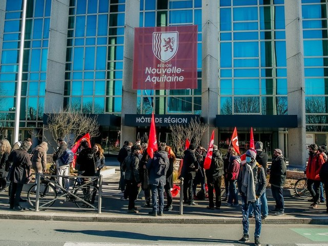 Vidéo. Bordeaux : Le monde culturel mobilisé devant l'hôtel de région