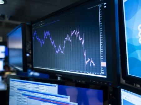 Wall Street ouvre en baisse, préoccupée par le commerce