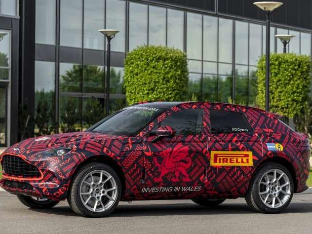 """Aston Martin : un mode """"drift"""" pour le DBX ?"""
