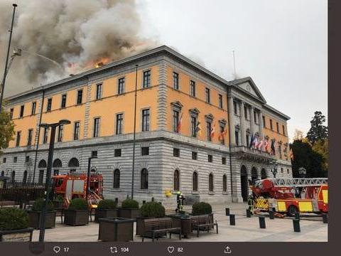 Annecy : Un gros incendie en cours au sein de la mairie
