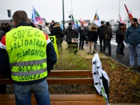 """Acte 13 des """"gilets jaunes"""": appels à manifester samedi dans toute la France"""
