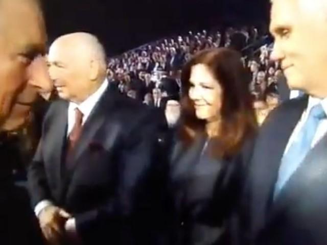 Le prince Charles dément avoir snobé Mike Pence à Jérusalem