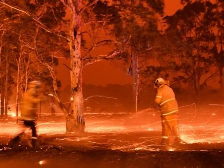 Incendies en Australie: opération de sauvetage pour les milliers de personnes bloquées sur les plages