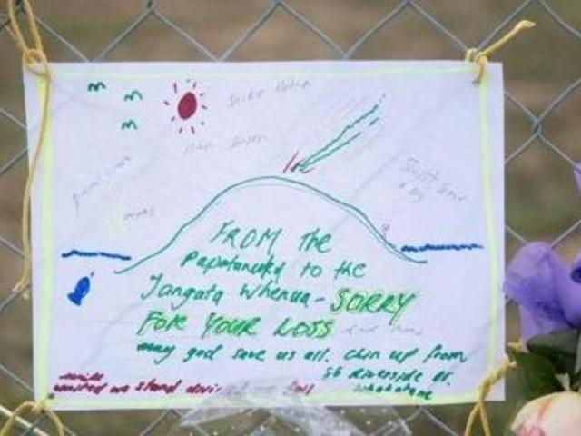 Éruption en Nouvelle-Zélande: le volcan encore trop menaçant pour récupérer les corps