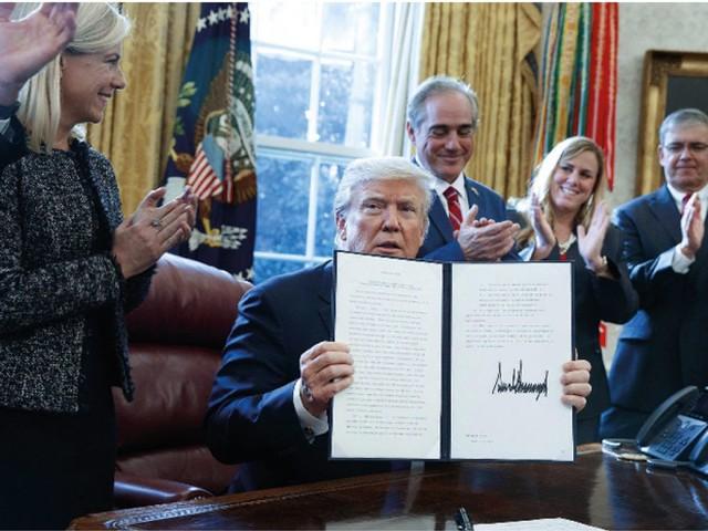 La présidence de Trump se fragilise de jour en jour