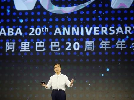 Alibaba fait son entrée à la Bourse de Hong Kong, en plein chaos politique